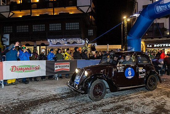 Spagnoli-Parisi are leading the 1st leg on a 1938 Fiat 508 C