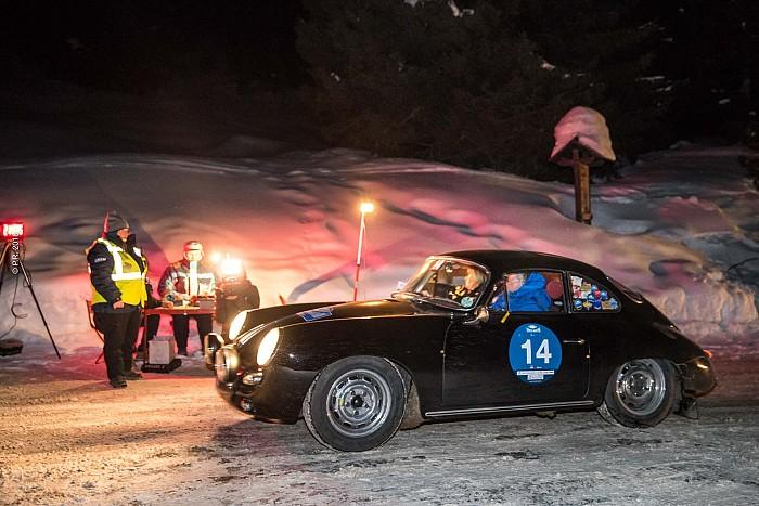 Barcella-Ghidotti su Porsche 356 al comando della prima tappa